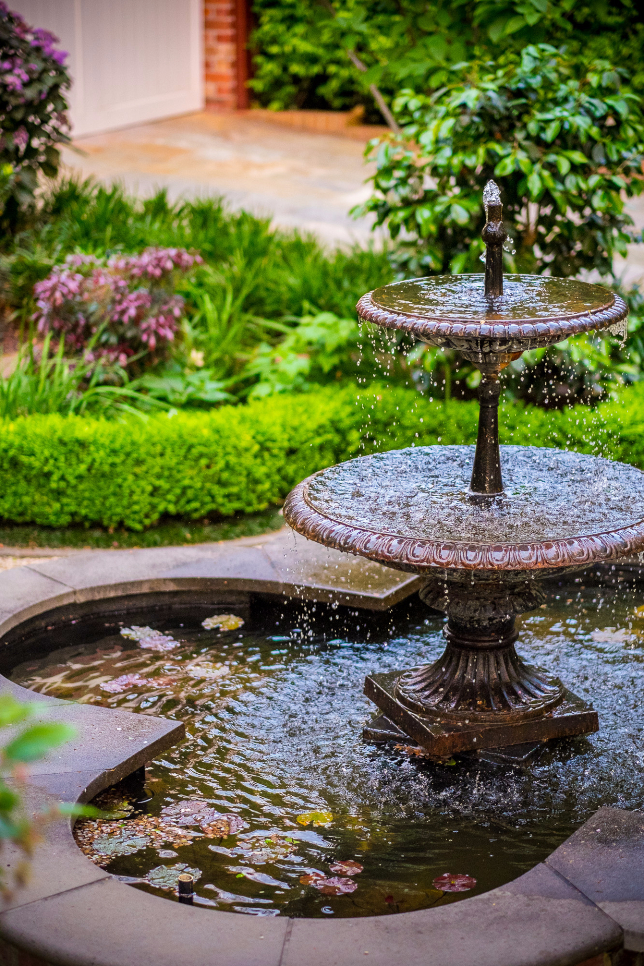 Town Garden with Water Feature